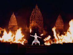 Anoman Obong, Part of Ramayana Ballet held in Prambanan Temple, Yogyakarta Special Region. Ramayana Story, Dance Humor, Cultural Events, Paradise Island, Yogyakarta, Holiday Wishes, Back In Time, Traditional Art, Southeast Asia