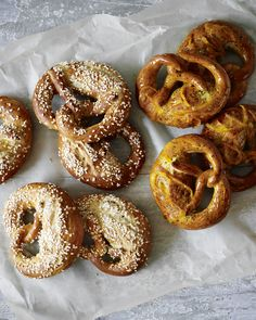 The technique for shaping pretzels is tricky, but once you've got the hang of it you'll return to this recipe time and again. There's enough dough for six sweet orange and poppy seed pretzels and six savoury salted pretzels. Baked Pretzels, Pretzels Recipe, Soft Pretzels, Paul Hollywood Pretzels, Bake Off Recipes, Bbc Recipes, Baking Recipes, Recipies, Breads