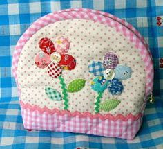 A purse but would be cute teapot cozy Sewing Machine Projects, Small Sewing Projects, Quilting Projects, Sewing Crafts, Japanese Patchwork, Patchwork Bags, Quilted Bag, Patch Quilt, Fabric Bags