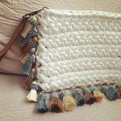 Este bolso puede ser tu comodín para este verano. #MacadamiaRepublic #handmade #hechoamano #crochet #handbag #trapillo