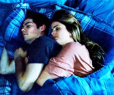 Discovered by teen wolf. Find images and videos about teen wolf, dylan o'brien and stiles stilinski on We Heart It - the app to get lost in what you love. Stiles Teen Wolf, Stiles Et Malia, Teen Wolf Dylan, Teen Wolf Cast, Cute Couples Goals, Couples In Love, Dylan O'brien, Calin Gif, Cuddling Gif
