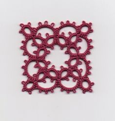 Le Blog de Frivole: Vintage Square - Take Two - free pattern http://ninettacaruso.blogspot.co.uk/2014/08/aunts-collar-pattern-for-base-motif.html #tatting #lace #square