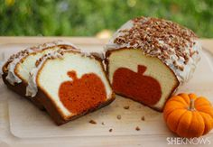 Peekaboo+pumpkin+pound+cake+-so+cute! Peekaboo+pumpkin+pound+cake+with+brown+butter+pecan+icing Ingredients: For+the+pound+cake Orange+food+coloring For+the+icing 13 Desserts, Delicious Desserts, Dessert Recipes, Dessert Healthy, Pumpkin Pound Cake, Pumpkin Bread, Baked Pumpkin, Pumpkin Spice, Diy Pumpkin