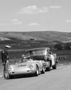 Porsche 550 'Little Bastard' JD pulled over for speeding only 2 hours before he was killed. JD had right of way donald turnupseed turned killing JD instantly. James Dean Car, James Dean Life, James Dean Photos, Porsche 356, Porsche Cars, Custom Porsche, James Dean Accident, Porsche Replica, Porsche Sports Car