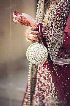 Fulfill a Wedding Tradition with Estate Bridal Jewelry Bridal Accessories, Bridal Jewelry, Hand Accessories, Dulhan Dress, Saree Jewellery, Antique Jewellery Designs, Bridal Clutch, Pakistani Bridal Wear, Wedding Purse