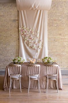 Onyx and honey wedding ideas, what a beautiful color combo