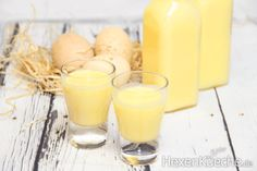 Eggnog according to an old GDR recipe (with condensed milk) - dieHexenküche. Healthy Eating Tips, Healthy Nutrition, Healthy Foods To Eat, Easy Healthy Recipes, Drink Menu, Food And Drink, Eggnog Rezept, Rda, Milk Dessert
