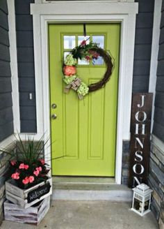 › Front porch decorating ideas on a budget. Not green but love the name sign and planter. Find even more entryway front porch decor inspiration at my webpage. Not green but love the name sign and planter. Green Front Doors, Painted Front Doors, Front Door Colors, Front Door Porch, Front Door Decor, Exterior Doors, Exterior Paint, Spring Perennials, Decoration Entree