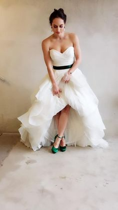 Styling tips voor je trouwjurk - In White Strapless Dress Formal, Formal Dresses, Wedding Dresses, Petticoats, Boho, Fashion, Seeds, Dresses For Formal, Bride Dresses