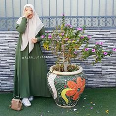 Street Hijab Fashion, Abaya Fashion, Muslim Fashion, Fashion Dresses, Long Dress Design, Islamic Clothing, Hijab Dress, Mode Hijab, Modest Outfits