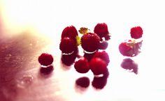 raspberry Raspberry, Strawberry, Fruit, Eyes, Strawberry Fruit, Raspberries, Strawberries, Cat Eyes, Strawberry Plant