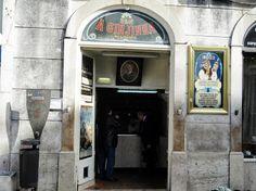 Lisboa, Portugal. A Ginjinha, na Baixa.