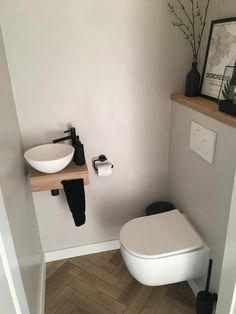 Toilet Room Decor, Small Toilet Room, Wc Design, Toilet Design, Small Bathroom Sinks, Restroom Design, Downstairs Toilet, Dream Apartment, Bathroom Styling