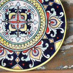 Detalhes! #ceramic #ceramica #ceramics #cerâmica #art #arte #artist #artista #pintura #pinturaamao #handmade #decoracao #decoração #decoration #decorations #lilianacastilho