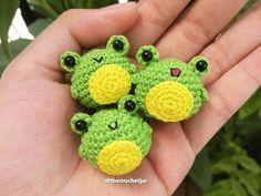 Crochet Frog, Kawaii Crochet, Crochet Amigurumi Free Patterns, Crochet Teddy, Crochet Animal Patterns, Crochet Bunny, Cute Crochet, Crochet Keyring Free Pattern, Crochet Panda