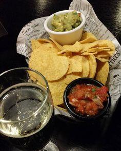 Viikonloppu alkaa hyvin. Tampereen Coloradon avajaisissa. Kippis! #ravintola #ravintolassa #ruokablogi #ruoka#kotiruoka #herkkusuu #lautasella #Herkkusuunlautasella#ruokasuomi