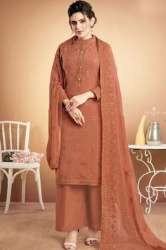 We unfurl our the intricacy and exclusivity of our creations highlighted in this enticing brown muslin designer palazzo suit. The embroidered work seems chic and excellent for ceremonial and festival. Style Palazzo, Palazzo Suit, Buy Salwar Kameez Online, Indian Salwar Kameez, Pakistani Dresses Online, Pakistani Outfits, Art Marron, Costumes Anarkali, Designer Sarees