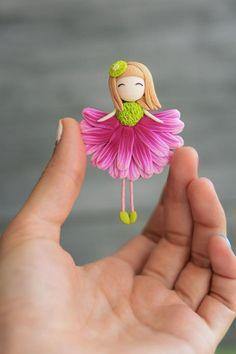 me ~ Flower Fairies brooch Flower Dolls Fairy Girl Fairy Polymer Clay Fairy, Polymer Clay Sculptures, Cute Polymer Clay, Cute Clay, Polymer Clay Crafts, Polymer Clay Creations, Polymer Clay Dolls, Clay Fairies, Flower Fairies
