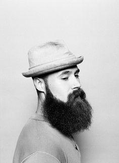 barbe de hypster à chapeau