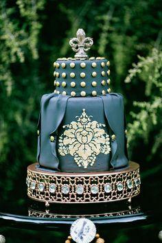 black and gold wedding cake // photo by AmandaWatsonPhoto.com // cake by MadisonsOnMainStreet.com Gold Cake, Gold Wedding, Black Wedding Cakes, Wedding Cakes With Cupcakes, Wedding Cake Photos, Wedding Vintage, Gorgeous Cakes, Pretty Cakes, Amazing Cakes