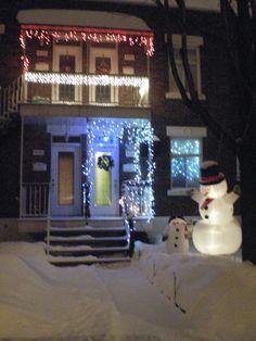 Les rues revetent leur manteau de fetes - Montreal.