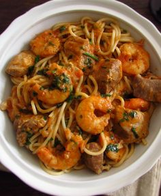 Stewed pork with spaghetti and shrimp | Food From Portugal. Do you like to receive friends at home and want to prepare a delicious meal with excellent presentation? Your friends will love this stewed pork recipe with spaghetti and shrimp! Bon appetit!!!