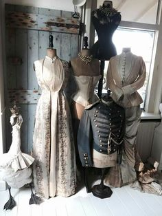 Why do vintage things have such an impact on people? - The magic of old things. What makes a person collect vintage and antique items. Dress Form Mannequin, Vintage Mannequin, Vintage Dresses, Vintage Outfits, Vintage Fashion, Renaissance Corset, Facon, Historical Clothing, Vintage Beauty