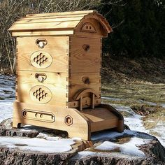 Hives designed and built by the HB Hive Company are inspired by Langstroth, with stackable boxes that accept rectangular frames or vertical bars. However, we have added features that make hive-life safer and more enjoyable for our bees, and their keepers. HB Hive Company's 10-Frame