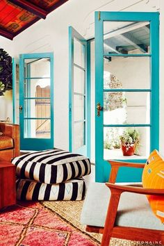 love the turquoise doors and that ceiling!