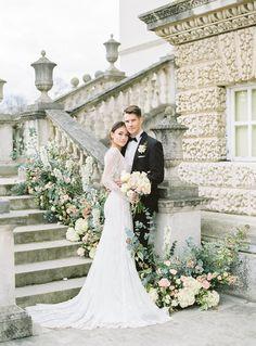 A stunning view of a white classic elegant wedding fotos de noviosfotos novios Wedding Picture Poses, Wedding Poses, Wedding Photoshoot, Wedding Shoot, Wedding Couples, Wedding Bride, Wedding Day, Party Wedding, Wedding Ceremony