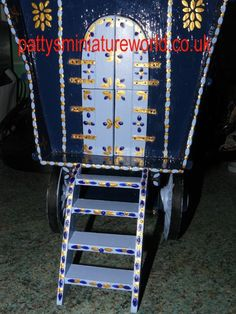 Decorating gypsy caravans - how to make your own pattern sticks for decorating the caravans