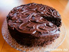 "A really tasty ""Chocolate Fudge Cake"" (Det søte liv) I made on my birthday. Cake Recipes, Dessert Recipes, Norwegian Food, Chocolate Fudge Cake, Chocolate Dreams, Bread Cake, Something Sweet, No Bake Desserts, No Bake Cake"