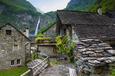 The spectacular Foroglio Waterfall can be seen from this quaint little town in Foroglio, Switzerland. Magic Places, Into The Wild, Unusual Buildings, Beaux Villages, Mountain Village, Zermatt, All Over The World, Places To See, The Good Place