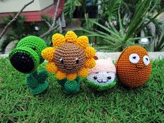 crochet video game  | , Cattail and Wallnut crochet dolls from the awesome Popcap game ...