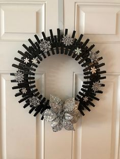 Silver snowflakes on black Christmas Yarn Wreaths, Felt Christmas Decorations, Easter Wreaths, Christmas Crafts, Flower Wreaths, Christmas Christmas, Wreath Crafts, Wreath Ideas, Clothespin Crafts
