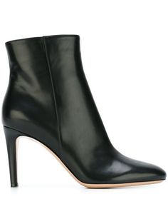 GIANVITO ROSSI Ankle Boots. #gianvitorossi #shoes #boots