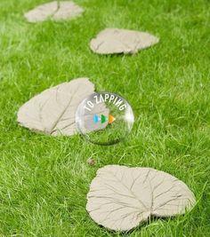 Cómo hacer hojas de cemento para el jardín