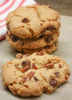 Chocolate Chip Pecan Cookies with brown sugar is a great recipe for any time of year, but especially the holidays, including Christmas. Chocolate Chip Pecan Cookie Recipe, Butter Pecan Cookies, Yummy Cookies, Yummy Treats, Chocolate Chips, Chocolate Cookies, Sweet Treats, Roll Cookies, Cake Cookies