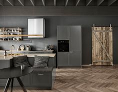 Uno forms new nordic shaker kitchen køkken i mørkegrå New Nordic, Nordic Home, Kitchen Dining, Kitchen Cabinets, Shaker Kitchen, Kitchen Interior, Home Kitchens, House Design, Table