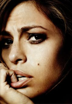 Eva Mendes~~ OMG @The Keeper The resemblance is insane! You two could be sisters!!!!!!! <3 <3 <3 xoxoxox