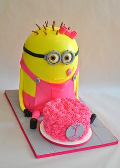 Girl Minion Cake, Hope's Sweet Cakes, hopessweetcakes.com