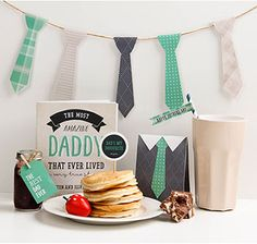 Need some inspiration for a trendy monochrome party? Look no further than 10 Monochrome Party Ideas! Father's Day Printable, Homemade Fathers Day Gifts, Cubby Houses, Free Stuff By Mail, Pom Pom Crafts, Father's Day Diy, Pantry Design, Dad Day, Diy Garland