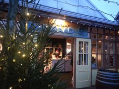 Wat een fantastische week hebben we gehad met onze tijdelijke shop op de kerstpakkettenmarkt in Harderwijk! Heerlijk om onze mooie wijnen uit Italië en Portugal, port, olijfolieën en honing te kunnen promoten en onze klanten te adviseren. Harderwijk meets Harderwijn! Nu nagenieten met een goed glas wijn !
