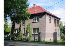 Duży dom wolnostojący o powierzchni użytkowej 190 m2 w centrum Mikołowa. Dzięki korzystnej lokalizacji budynek można zaadaptować pod powierzchnię biurową lub gabinet.   Zapraszamy do kontaktu! Agent nieruchomości: Robert Myrta Telefon: +48 602 212 096 http://remax-gold.pl/oferta/dom-do-zamieszkania-lub-biznesu-w-centrum-mikolowa