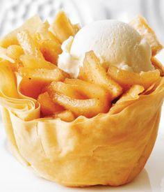 Apple Phyllo Cups are a super yummy spin on traditional apple pie. Apple Phyllo Cups are a super yummy spin on traditional apple pie. Phyllo Recipes, Pastry Recipes, Fruit Recipes, Apple Recipes, Cupcake Recipes, Dessert Recipes, Cooking Recipes, Top Recipes, Recetas Pasta Filo