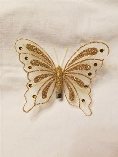 3 of these Jute Crafts, Diy Home Crafts, Recycled Crafts, Crafts To Make, Arts And Crafts, Butterfly Stencil, Butterfly Project, Butterfly Design, Uses For Plastic Bottles