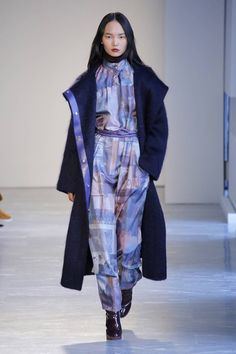 The complete Agnona Fall 2018 Ready-to-Wear fashion show now on Vogue Runway. Women's Runway Fashion, Love Fashion, Autumn Fashion, Fashion Maker, Stylish Jackets, Fashion Show Collection, Street Chic, Fall 2018, Ready To Wear