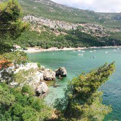 Portinho Da Arrábida, Setubal, Portugal Visit Lisboa, Nature Adventure, Natural Living, Natural Wonders, Portugal, Places To Visit, River, Instagram, Outdoor