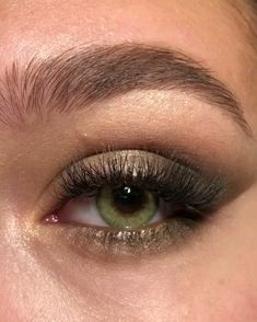 maquiagem rápida makeup videos eyes Eye Makeup Tips Subtle Eye Makeup, Makeup Eye Looks, Eye Makeup Steps, Natural Eye Makeup, Natural Eyes, Smokey Eye Makeup, Skin Makeup, Makeup Art, Droopy Eye Makeup