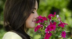 Did you know that women generally have stronger senses of smell than men? #fragrance